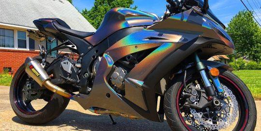 Kawasaki wrapped in ColorFlip Psychedelic shade shifting vinyl