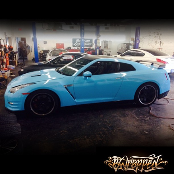 Porsche wrapped in 3M 1080-G77 Gloss Sky Blue