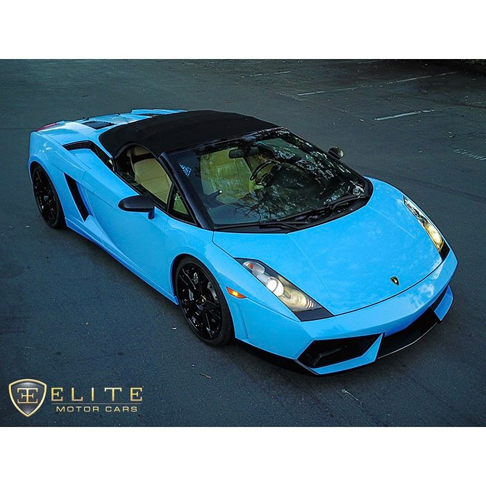 Lamborghini Gallardo wrapped in Avery SW Gloss Light Blue vinyl