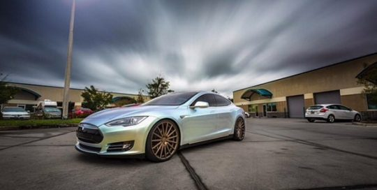 Tesla P85 wrapped in Orafol 970RA Shift Effect Pearl/Green vinyl