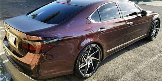 Lexus-LS-450-wrapped-in-black-rose-vinyl