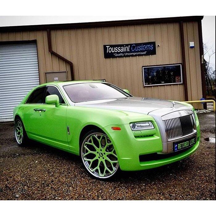 Rolls Royce Ghost wrapped in Avery SW Gloss Light Green Pearl vinyl