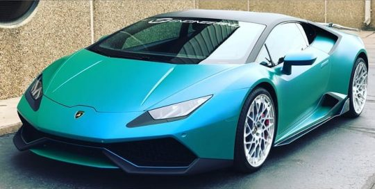 Lamborghini Huracan wrapped in 3M ColorFlip Satin Caribbean Shimmer Cyan/Green shade shifting and Matrix Black vinyls