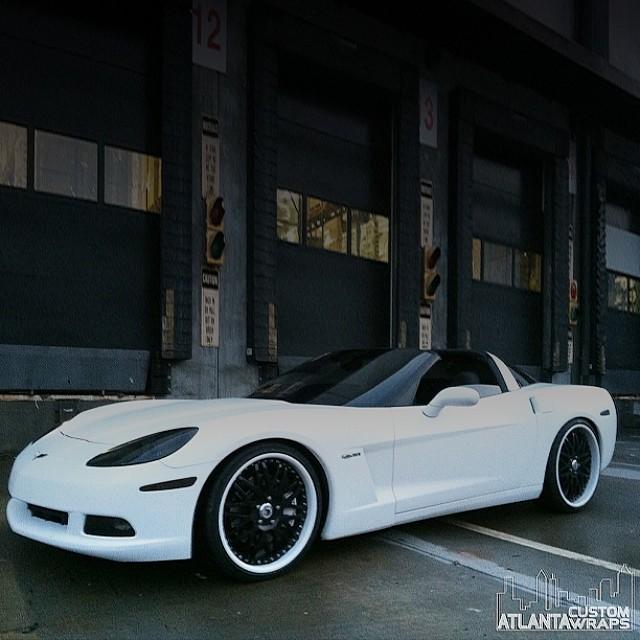 Chevrolet Corvette wraapped in Matte White 1080