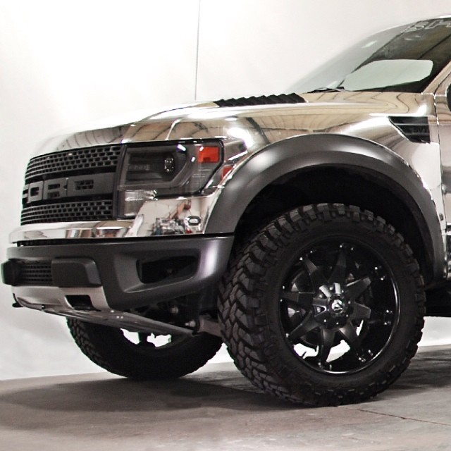 Ford Raptor wrapped in Avery Conform Chrome