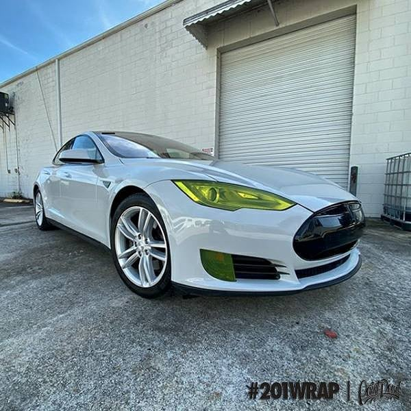 Tesla wrapped in @orafol_americas Gloss Simple Grey viny