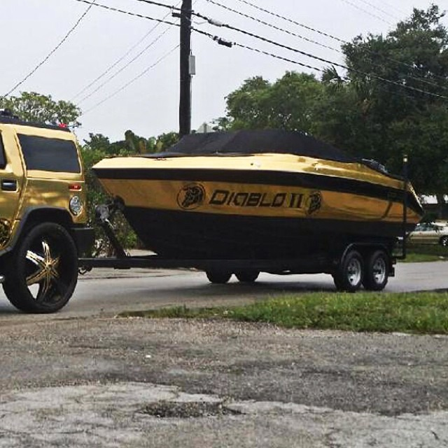 Boat wrapped in Avery Gold Chrome